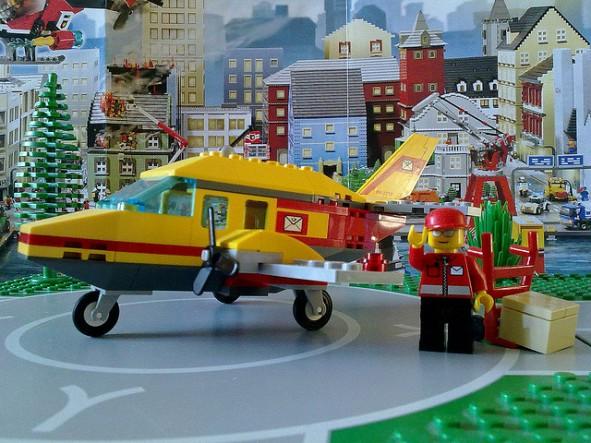 Lego 7332-1 Air Mail plan lands at Brickford airport.